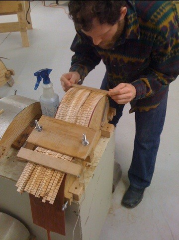 Kerfed lining for the guitars and harp guitars